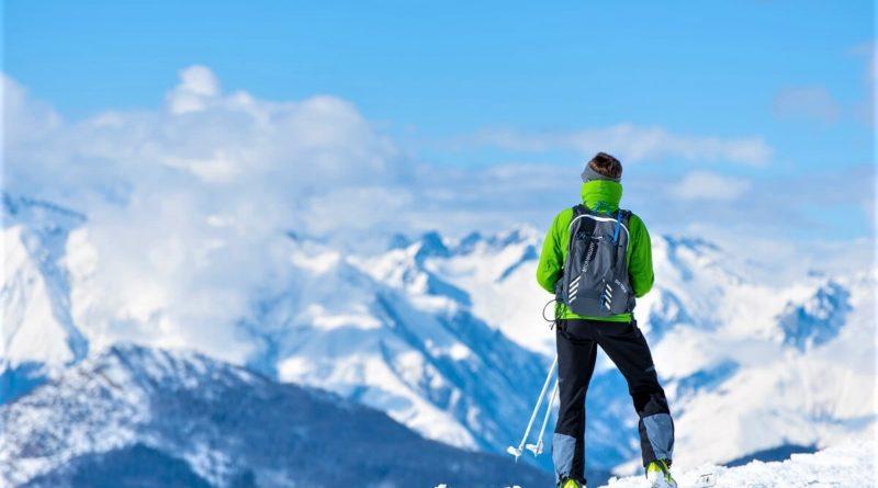 Člověk v zimě na horách