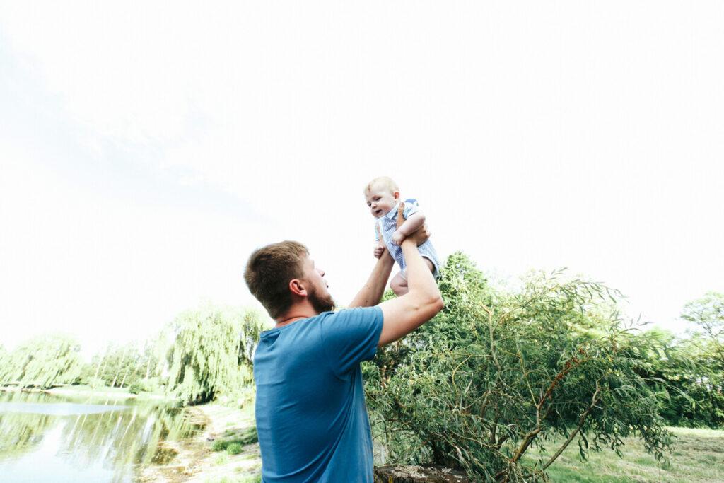 otec s miminkem